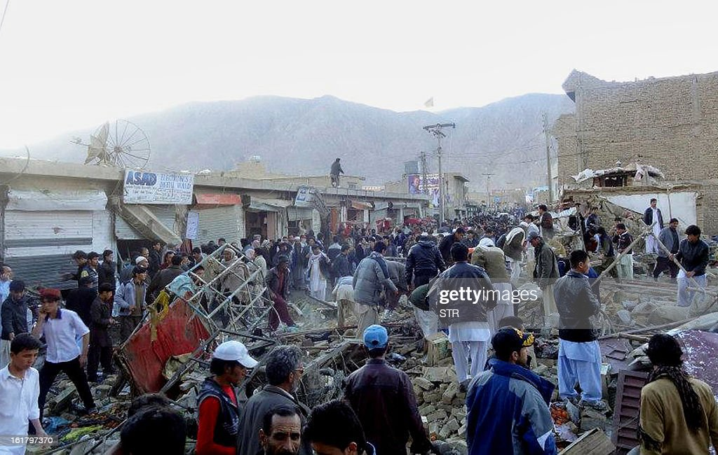 People gather after a bomb targeting Shiite Muslims exploded in busy market in Hazara town, an area dominated by Shiites on the outskirts of Quetta, on February 16, 2013. The bomb killed 63 people including women and children and wounded 180 in Pakistan's insurgency-hit southwest, police and officials said. AFP PHOTO/STR