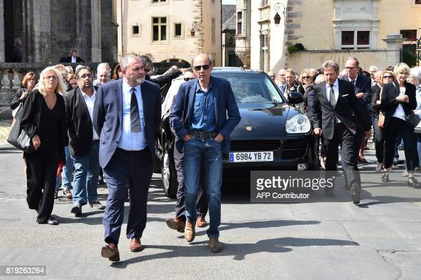 People gather around hearst transporting the coffin of French judge JeanMichel Lambert at the end of his funeral at the SaintJulien Cathedral in Le...