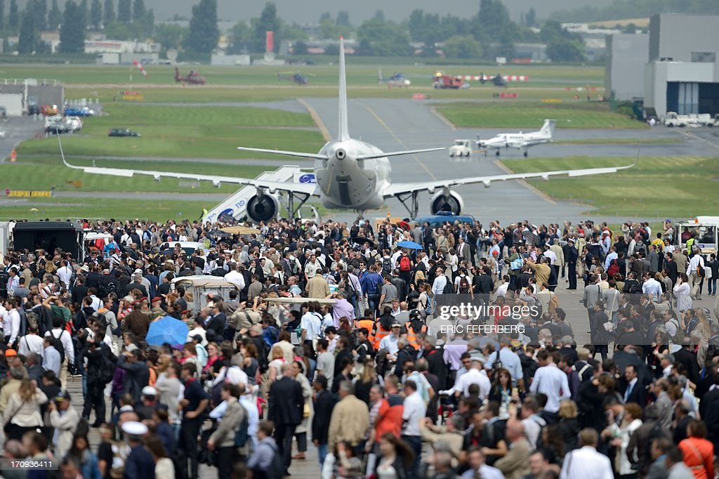 People gather at Le Bourget airport, near Paris on June 20, 2013, during the 50th International Paris Air show.