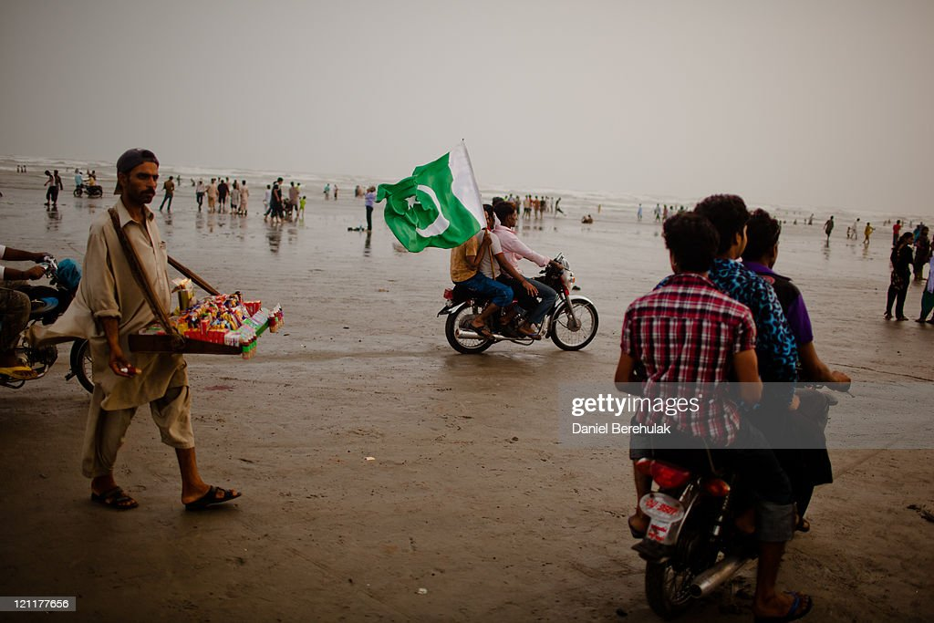 People gather at seaview waterfront to celebrate pakistan s