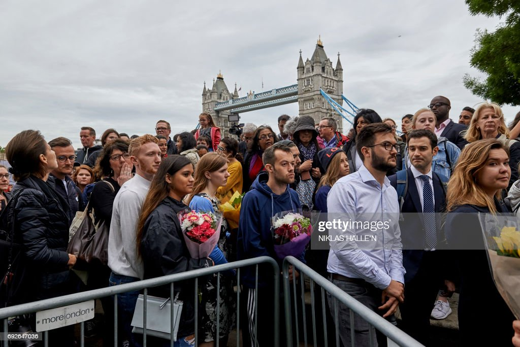 TOPSHOT - People gather for a vigil at Potters Fields Park in London on June 5, 2017 to commemorate the victims of the terror attack on London Bridge and at Borough Market that killed seven people on June 3. London police made a fresh round of arrests on June 5 after the country's third terror attack in less than three months as Prime Minister Theresa May came under mounting pressure over security three days ahead of elections. The aftermath of June 3 night's rampage, which left seven dead and dozens wounded, dominated the campaign trail. PHOTO / Niklas HALLE'N
