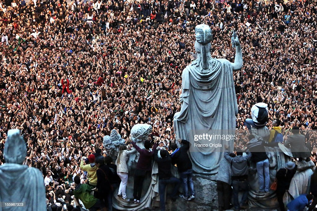 People gather in the Roman central Square of Piazza del Popolo for a Gangnam Style Flashmob on November 10, 2012 in Rome, Italy.