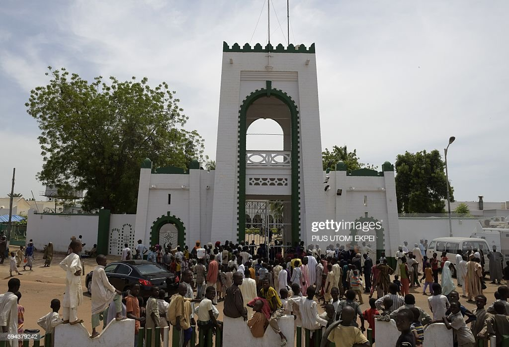 People gather to catch a glimpse of the visiting US Secretary of State John Kerry during his visit to the Sultan of Sokoto and PresidentGeneral of...