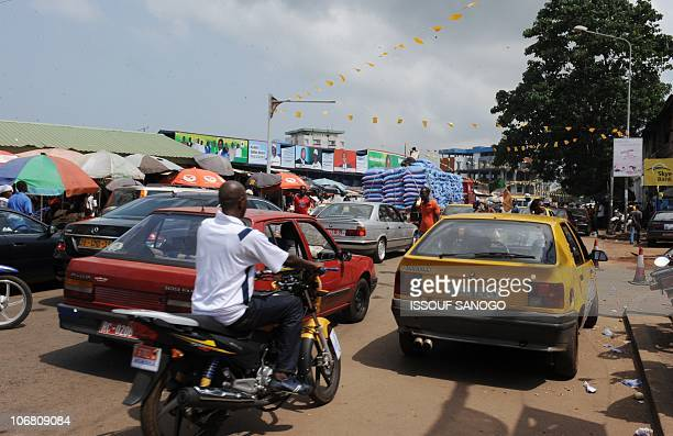 People go about their lives as they wait for the results of the Novembre 7 presidential elections in Conakry on Novembre 13 2010 AFP PHOTO / ISSOUF...