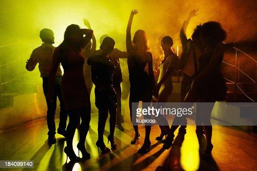 名様まで収容可能で、ダンスフロアーで落ちつきいたナイトクラブ