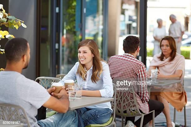 As pessoas sair no Café Esplanada