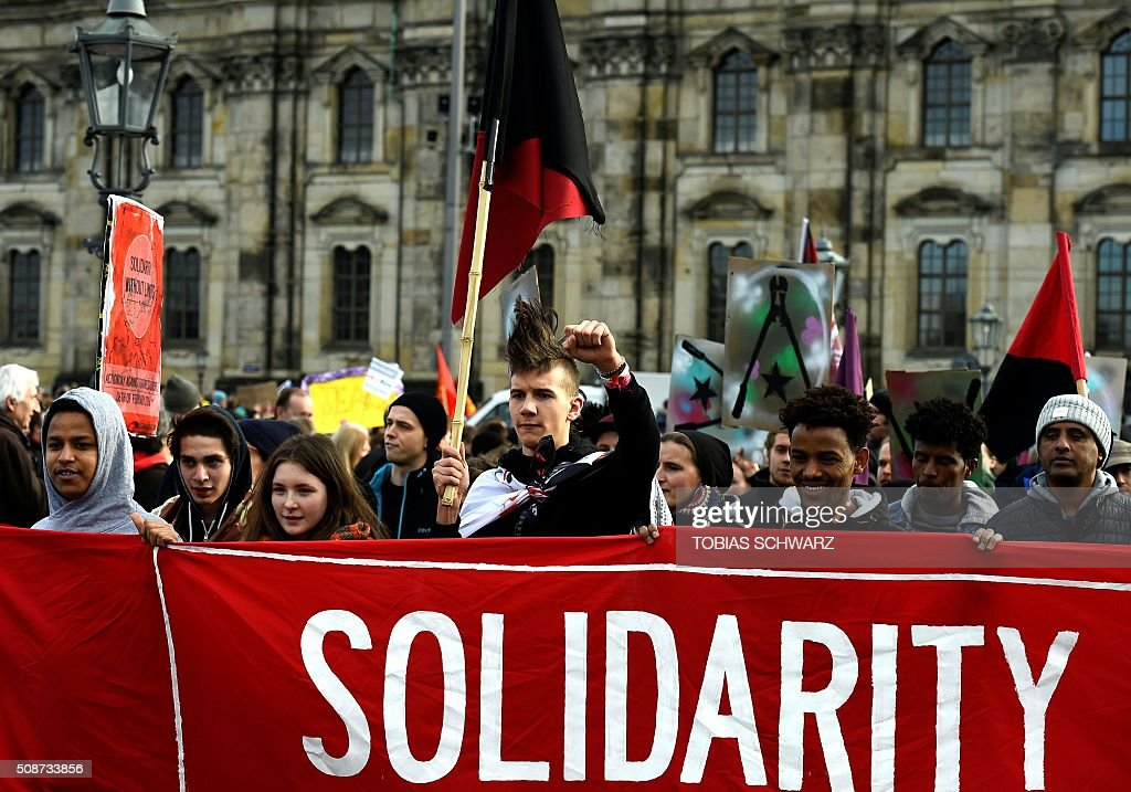 People have gathered in Dresden on February 6, 2016 to protest against a mass rally of the Pegida movement (Patriotic Europeans Against the Islamisation of the Occident). / AFP / TOBIAS SCHWARZ