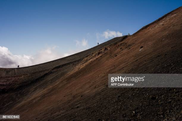 People hike on September 21 2017 on the Mount Etna volcano on the Italian island of Sicily / AFP PHOTO / Guillaume BAPTISTE