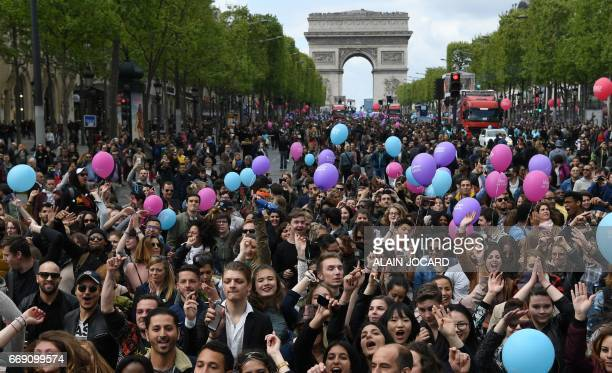 People hold balloons during the 'Printemps solidaire' event organised by the French 'Solidarite Sida' NGO to sensibilise to international solidarity...