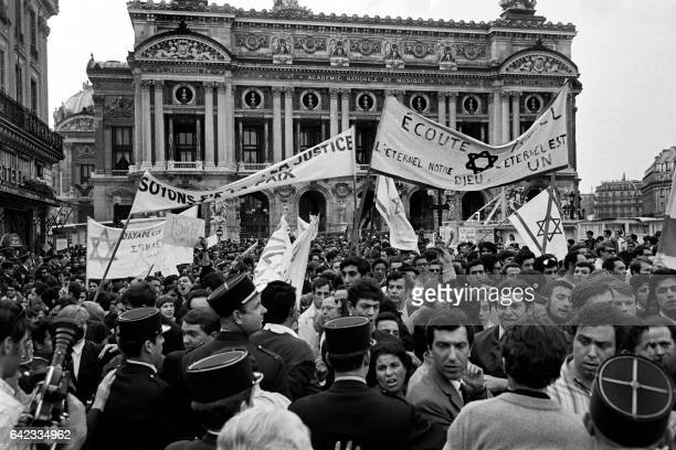 People holding Israeli flags and banners demonstrate on June 06 1967 on the Place de l'Opera in Paris to support Israel on the second day of the...