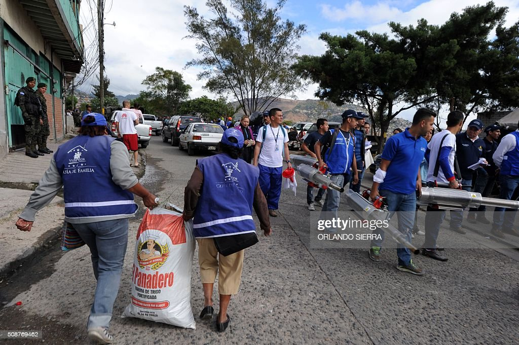 People join soldiers in the fight against Aedes Aegypti mosquito that transmits Zika virus, as well as viral diseases such as dengue and chikungunya, in Tegucigalpa on February 6, 2016. Honduras on Mondayy declared a state of emergency after officials said the number of Zika infections was rising at an 'alarming' rate in the Central American country. Since December 16, when the first case of the mosquito-borne virus was detected, there have been more that 4,000 cases of people infected with the virus in Honduras. AFP PHOTO / ORLANDO SIERRA / AFP / ORLANDO SIERRA