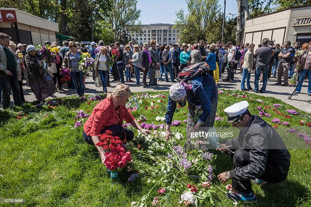 People lay flowers in the entrance to Kulikovo Pole square in remembrance of the deaths of 2nd of May clashes in Odessa, southern Ukraine, on May 2, 2016. The square was closed because a bomb threat.