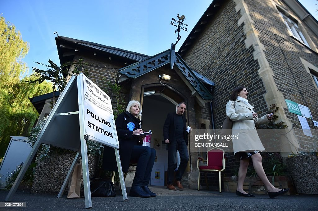 People leave a Polling Station after casting their votes in Barnes, south-west London on May 5, 2016. Londoners go to the polls on Thursday to elect their new mayor following a bitter campaign between the two leading candidates, Goldsmith, and Labour's Sadiq Khan, that stayed ugly to the very end. While London chooses a new mayor, there are also elections to the Scottish, Welsh and Northern Irish assemblies, and 124 local authorities scattered across England. / AFP / BEN