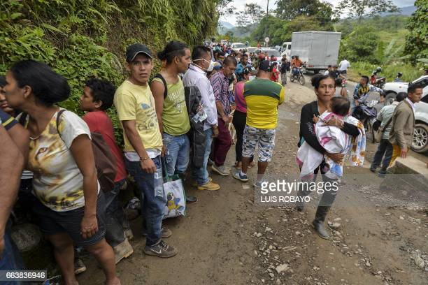 People line up at the entrance to the cemetery to identify their missing relatives in Mocoa Putumayo department southern Colombia on April 2 2017 The...