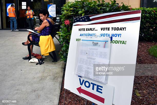 People line up to vote at an early voting polling centre in Miami Florida on November 3 2016 / AFP / RHONA WISE