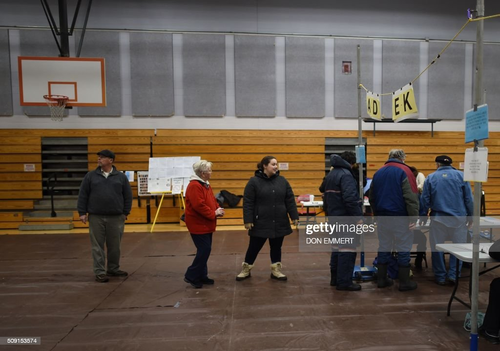 People line up to vote at Belmont High School February 9, 2016 in Belmont, New Hampshire. Voting began in New Hampshire on February 9 in the first US presidential primary, where Donald Trump leads the packed Republican field and Bernie Sanders was polling ahead of Hillary Clinton. Despite its small size New Hampshire's spot on the electoral calendar gives it special importance in the long state-by-state battle to select the Republican and Democratic candidates who will go head to head for the White House. / AFP / Don EMMERT
