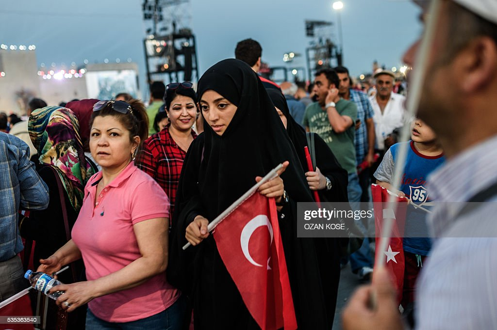 People listen at Turkish President during a rally to mark the 563rd anniversary of the conquest of Istanbul by Ottoman Turks on May 29, 2016 in Istanbul. / AFP / OZAN