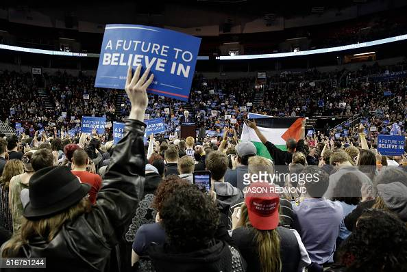 People listen to Democratic presidential candidate Bernie Sanders during a rally at Key Arena on March 20 2016 in Seattle / AFP / Jason Redmond