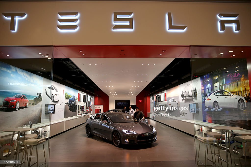 People look at a Tesla Motors vehicle on the showroom floor at the Dadeland Mall on February 19, 2014 in Miami, Florida. Tesla said today it earned $46 million in the fourth quarter on a non-adjusted basis, or 33 cents a share, causing shares in the company to jump 12 percent.