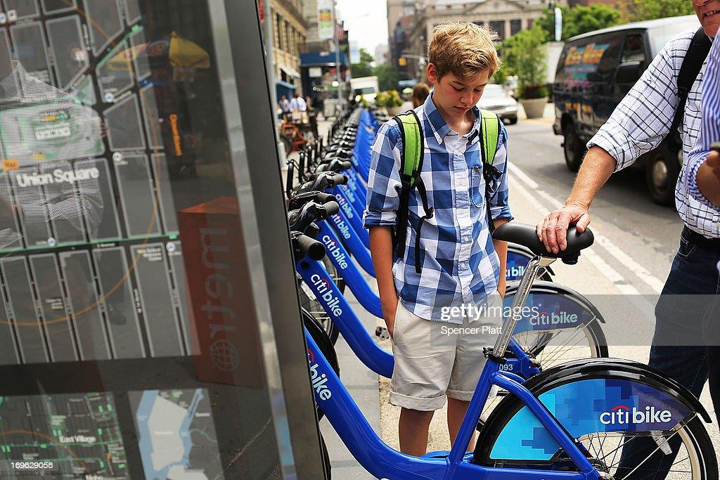 Largest Bike Share Program In US Underway In New York City