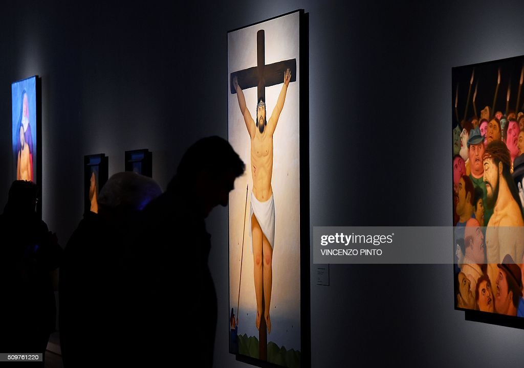 People look at paintings by Colombian artist Fernando Botero on February 12, 2016 during the 'Via Crucis' exhibition at Rome's Palazzo delle Esposizioni. The exhibition runs until May 1, 2016 / AFP / Vincenzo PINTO