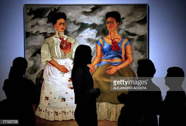 People look at the 1939 painting 'Las Dos Fridas' by Mexican artist Frida Kahlo on exhibit during the World Forum of Culturew 28 September 2007 in...