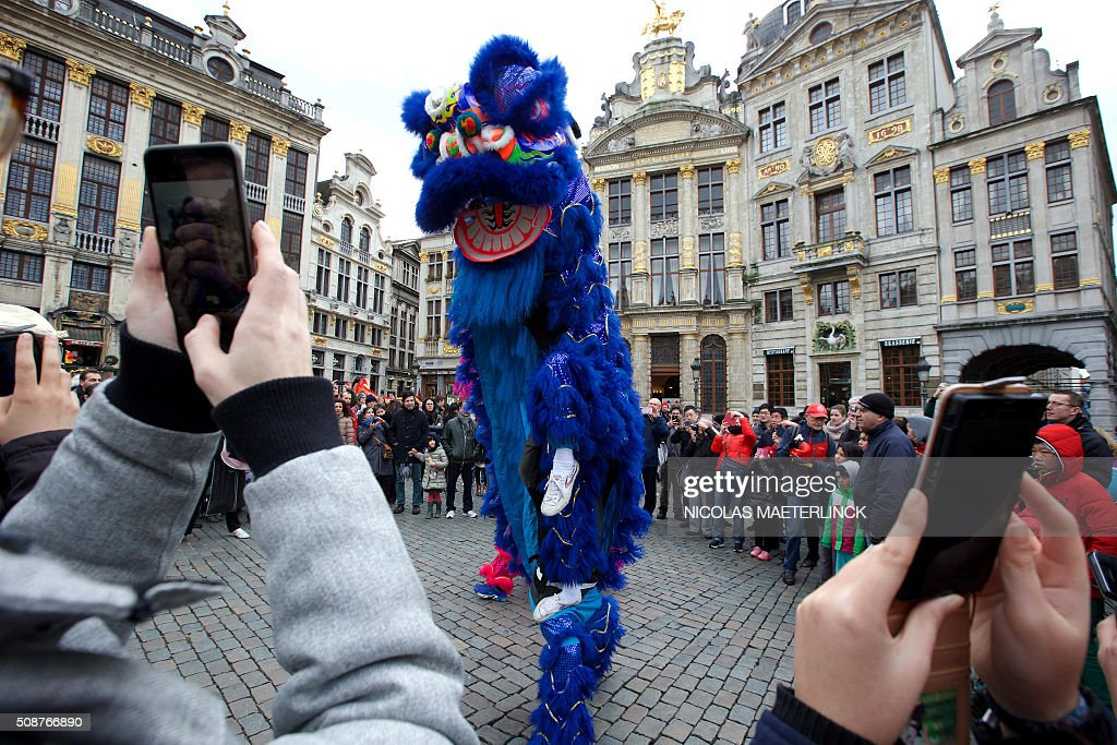 People look at the Chinese Lunar New Year celebrations parade for the beginning of the Year of the Monkey in Brussels February 6, 2016. / AFP / BELGA AND Belga / NICOLAS MAETERLINCK / Belgium OUT