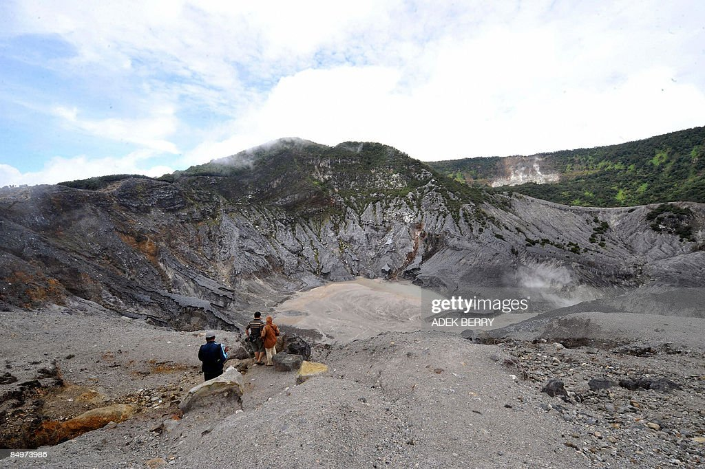 People look at the crater of Tangkubanparahu volcano near Bandung on February 22, 2009. Tangkubanparahu is an active stratovolcano, one of 129 active volcanos in Indonesia. Tangkubanparahu has erupted about 17 times since 1826.