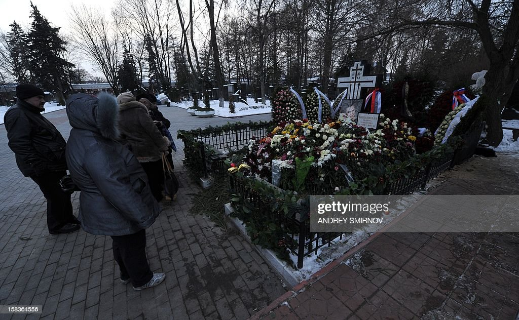 People look at the grave of Russian opera star Galina Vishnevskaya at Novodevichy cemetery in Moscow on December 14, 2012, shortly after the soprano's funeral. Vishnevskaya, the widow of legendary cellist Mstislav Rostropovich, was buried today alongside her husband in the cemetery, which is the resting place of many famous Russians including writer Anton Chekhov and Soviet leader Nikita Khrushchev, the RIA Novosti state news agency said. AFP PHOTO / ANDREY SMIRNOV