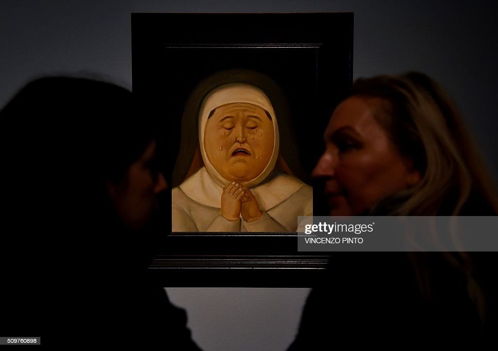 People look at the 'Mother of Christ' painting by Colombian artist Fernando Botero on February 12, 2016 during the 'Via Crucis' exhibition at Rome's Palazzo delle Esposizioni. The exhibition runs until May 1, 2016. / AFP / Vincenzo PINTO