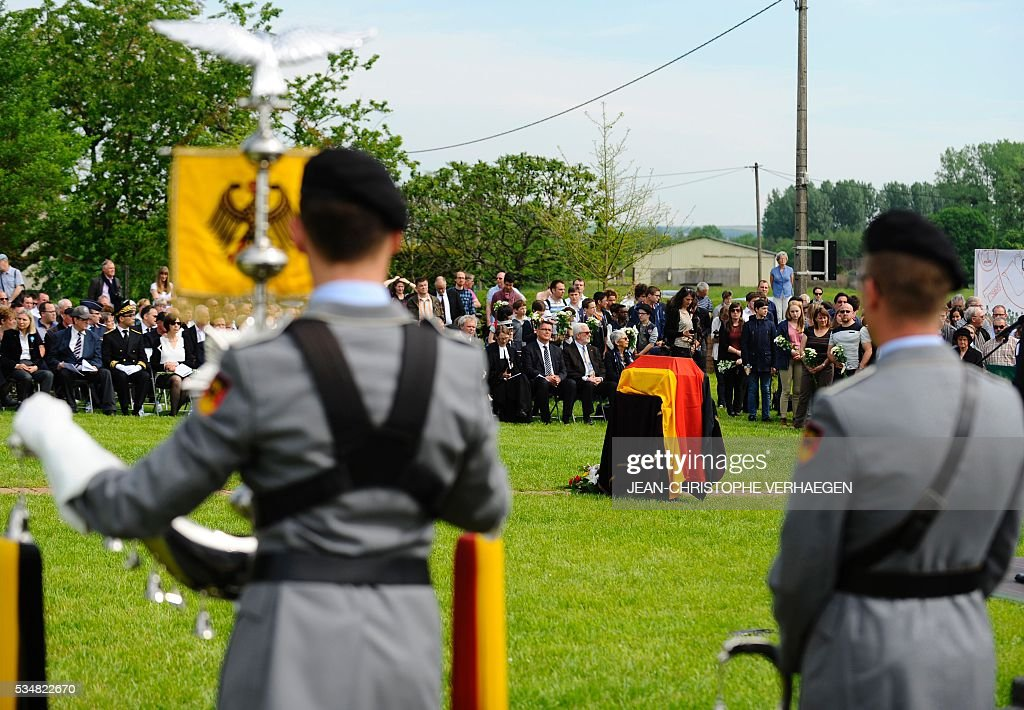People look on during the burial of Hans Winckelmann, a German soldier who died in WWI, at the German WWI cemetery of Romagne-sous-Montfaucon, eastern France, on May 28, 2016, as part of the 100-year commemoration of WWI's Battle of Verdun. VERHAEGEN