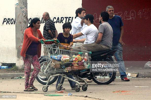 People loot a store in Banda del Rio Sali Tucuman province northern Argentina on December 10 2013 Seven people died overnight in looting in northern...