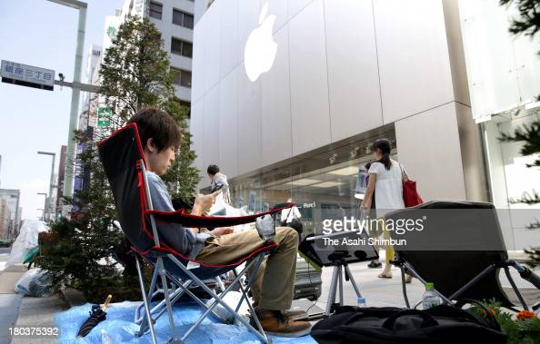 People make a queue for buying the new iPhone 5s in front of Apple Store Ginza on September 12 2013 in Tokyo Japan The new series of iPhone will be...