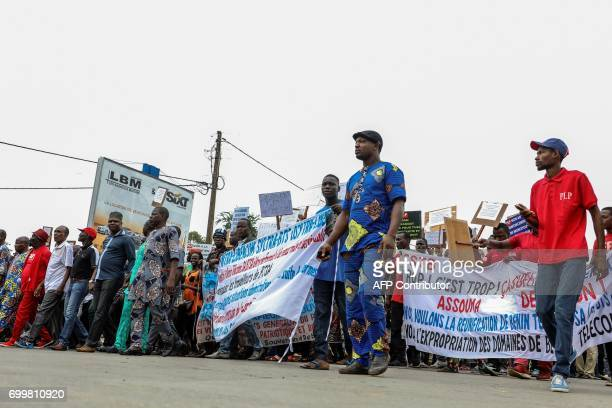 People march on June 22 2017 in Cotonou during a protest against bad governance / AFP PHOTO / Yanick Folly