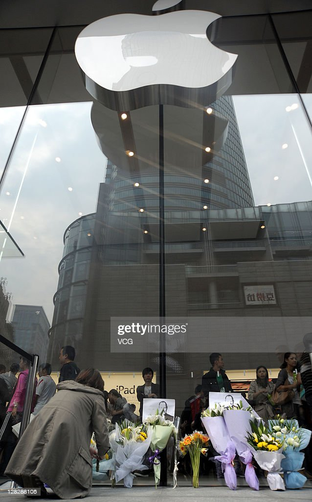 People mourn Apple co-founder Steve Jobs at an Apple store on October 06, 2011 in Shanghai, China. Jobs, 56, passed away after a long battle with pancreatic cancer. Jobs co-founded Apple in 1976 and is credited, along with Steve Wozniak, with marketing the world's first personal computer in addition to the popular iPod, iPhone and iPad.