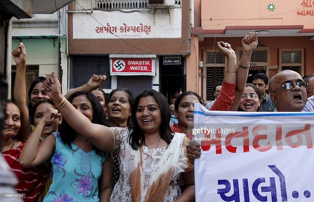 People of the surat's requesting youngsters to cast their votes during the first phase polling of Gujarat assembly elections on December 13, 2012 in Surat, India.