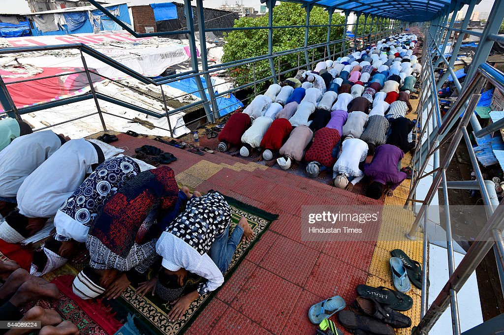 People offering Namaz on the Sky walk last day of Ramadan at Dharavi on July 1, 2016 in Mumbai, India. Eid-Ul-Fitr will be observed in India on July 6 or 7, depending on the sighting of the moon. The submissions should be done till July 3, 11 am.