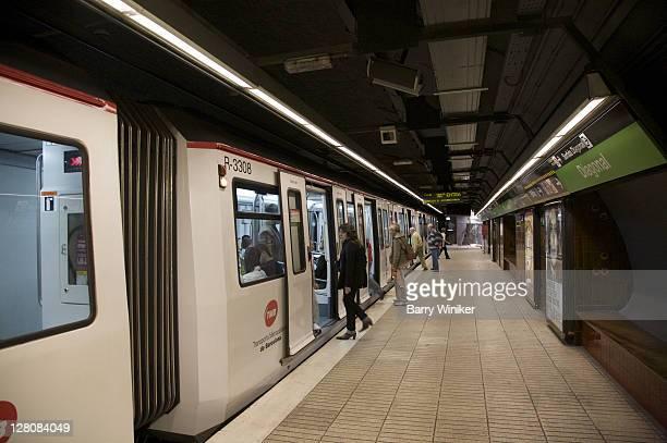 People on platform entering subway cars in Diagonal train station, Transports Metropolitans de Barcelona, Catalunya, Spain