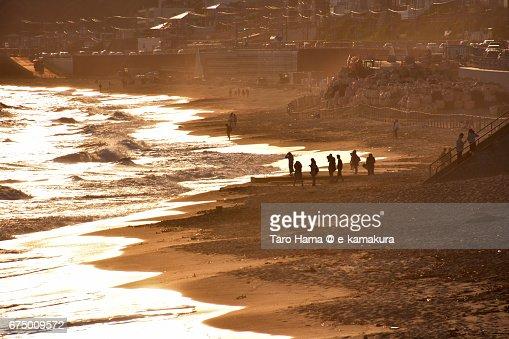 People on the sunset beach : ストックフォト