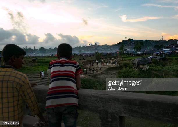 COX'S BAZAR BANGLADESH SEPTEMBER 21 People overlook the Unchiprang Rohingya refugee camp on September 21 2017 in Cox's Bazar Bangladesh Over 410000...