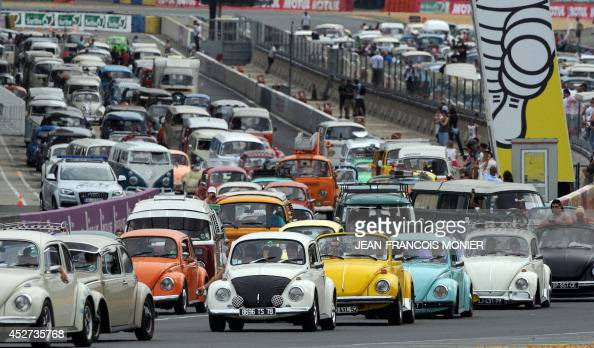 people parade with their volkswagens during the 39 super vw festival 39 on le mans 39 circuit western. Black Bedroom Furniture Sets. Home Design Ideas