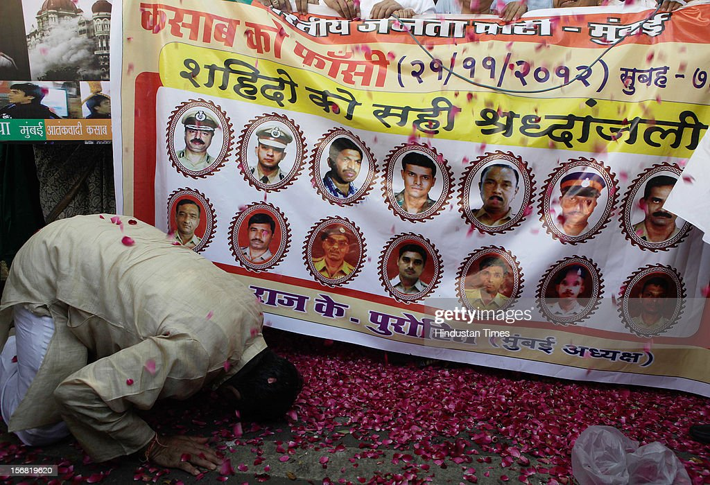 People pay tribute to 26/11 martyrs outside BJP Mumbai Headquarters, Nariman Point on November 21, 2012 in Mumbai, India. Terrorist Ajmal Kasab sentenced to death for his role in November 26, 2008 terror attack on Mumbai was hanged to death at Yerwada Jail on November 21, 2012 in Pune, India.