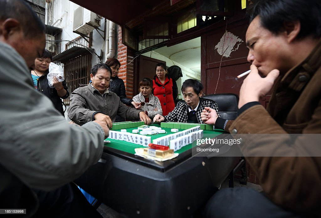 People play a game of mahjong in Wuhan, China, on Thursday, Oct. 17, 2013. China is scheduled to release third-quarter gross domestic product figures on Oct. 18. Photographer: Tomohiro Ohsumi/Bloomberg via Getty Images