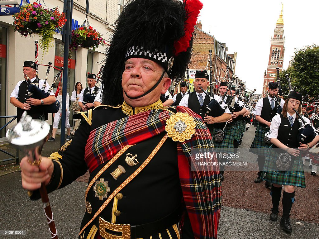 People play bagpipes as they parade during a ceremony to commemorate the centenary of the battle of the Somme, one of the deadliest of the World War I (1.2 million killed, missing and wounded in five months), on June 30, 2016 in Albert, northern France. / AFP / FRANCOIS