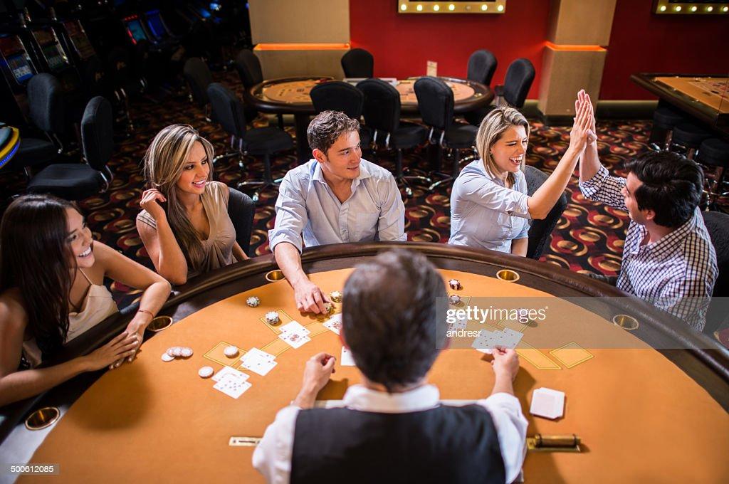 Personnes jouant au Casino : Photo