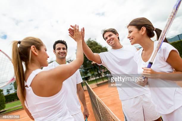 Menschen spielen tennis
