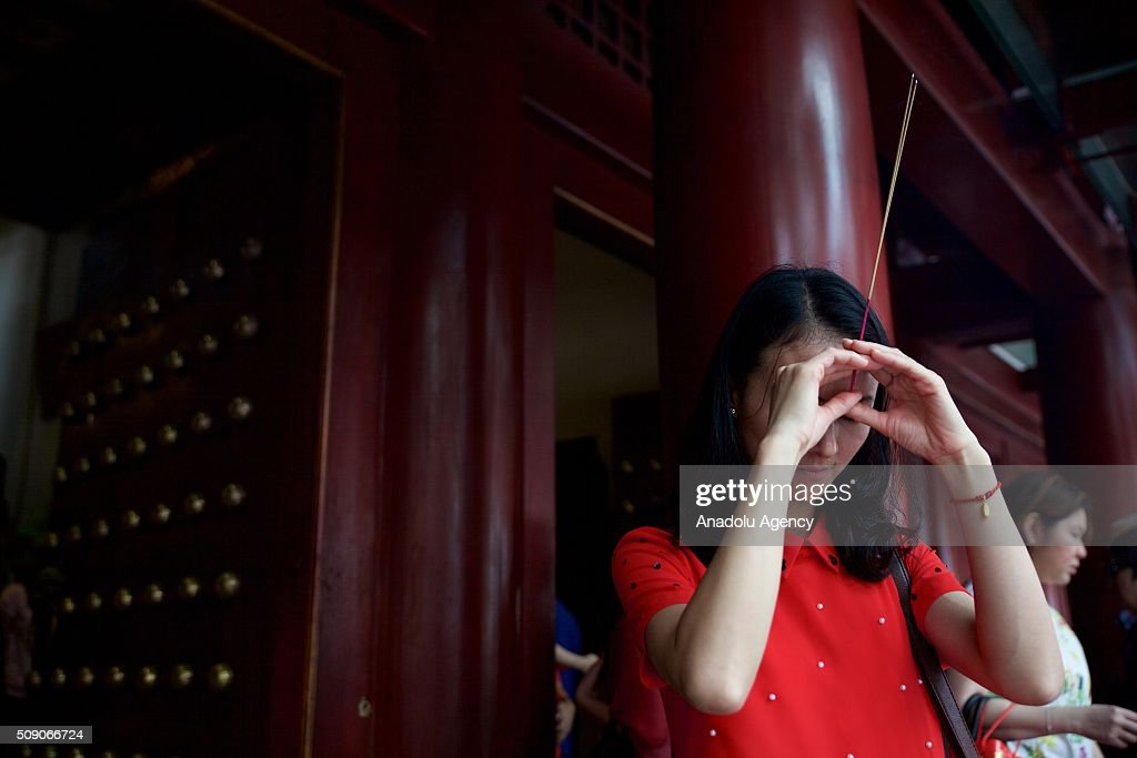 People pray and perform rituals on the day of Chinese New Year 'Monkey' at the Buddhist temple in Chinatown, Singapore on February 8, 2016.