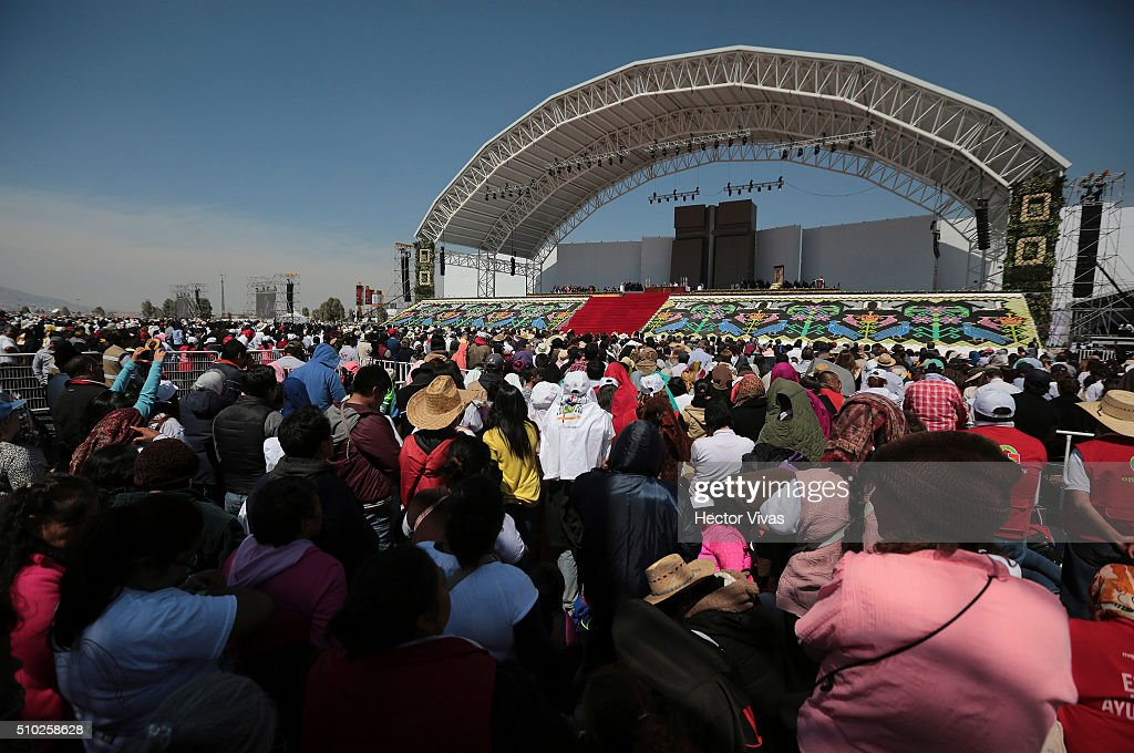 People pray during Pope Francis a mass at Ecatepec on February 14, 2016 in Ecatepec, Mexico. Pope Francis is on a five days visit in Mexico from February 12 to 17 where he is expected to visit five states.