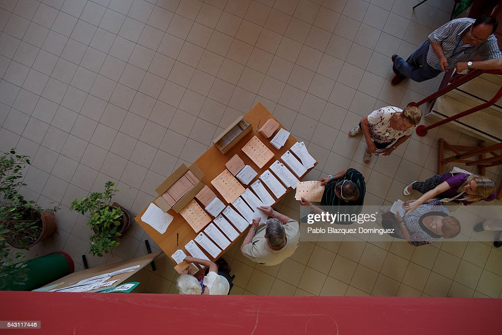 People prepare to cast their votes during the Spanish General Elections on June 26, 2016 in Madrid, Spain. Spanish voters head back to the polls after the last election in December failed to produce a government. Latest opinion polls suggest the Unidos Podemos left-wing alliance could make enough gains to come in second behind the ruling center right Popular Party.