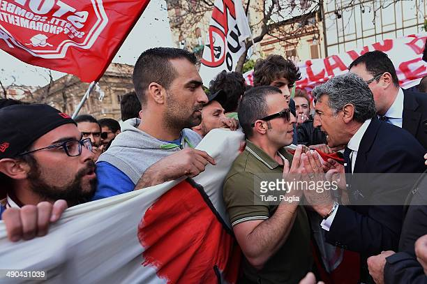 People protest as Italian Prime Minister Matteo Renzi makes a speech during an election campaign rally on May 14 2014 in Palermo Italy Prime Minister...